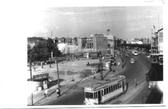 Schwarz-Weiss-Bild, Berlin, Im Vordergrund eine Strassenbahn/bild08.jpg