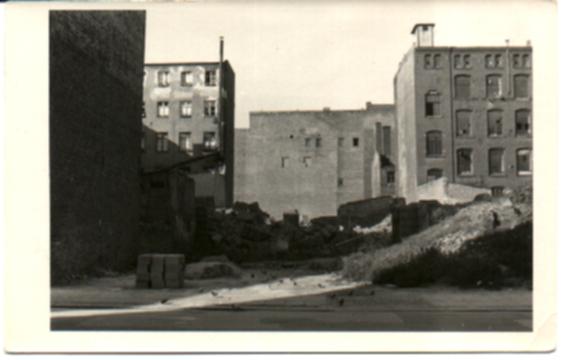 Schwarz-Weiss-Bild, Berlin, Trümmer und zerstörte Häuser/bild37.jpg
