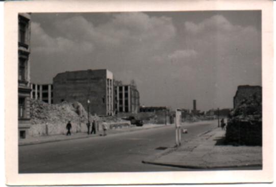 Schwarz-Weiss-Bild, Berlin, Trümmer und zerstörte Häuser/bild38.jpg