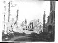 Schwarz-Weiss-Bild, Berlin, Trümmer und zerstörte Häuser, eine Kirche im Hintergrund/bild34.jpg