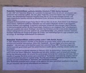 Beschreibungs-Info-Text zu dem Witches-Wanted-Projekt, Kurzbiografie von Tolokonnikowa