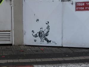 Street Art Tel Aviv/Dede: Eine Taube jongliert mit Bällen