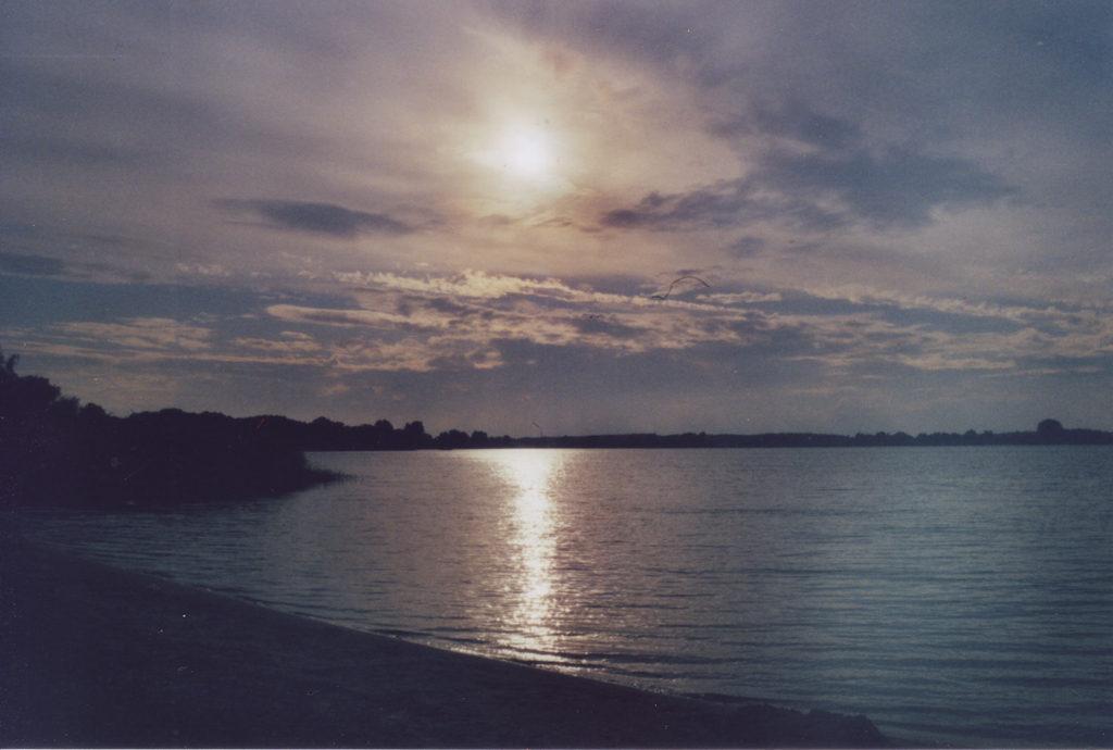 Sonne kurz vorm Untergang über der Müritz